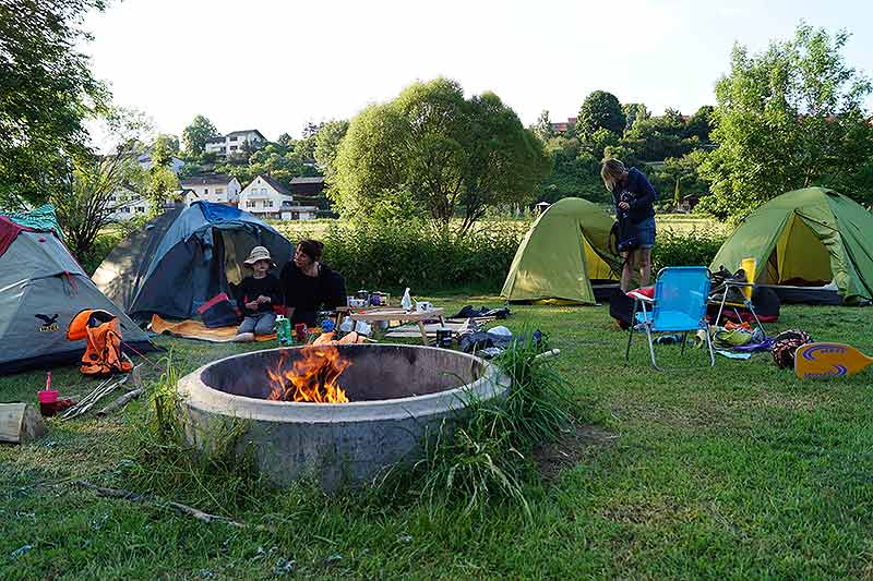 Lagerfeuer im Inselcamp